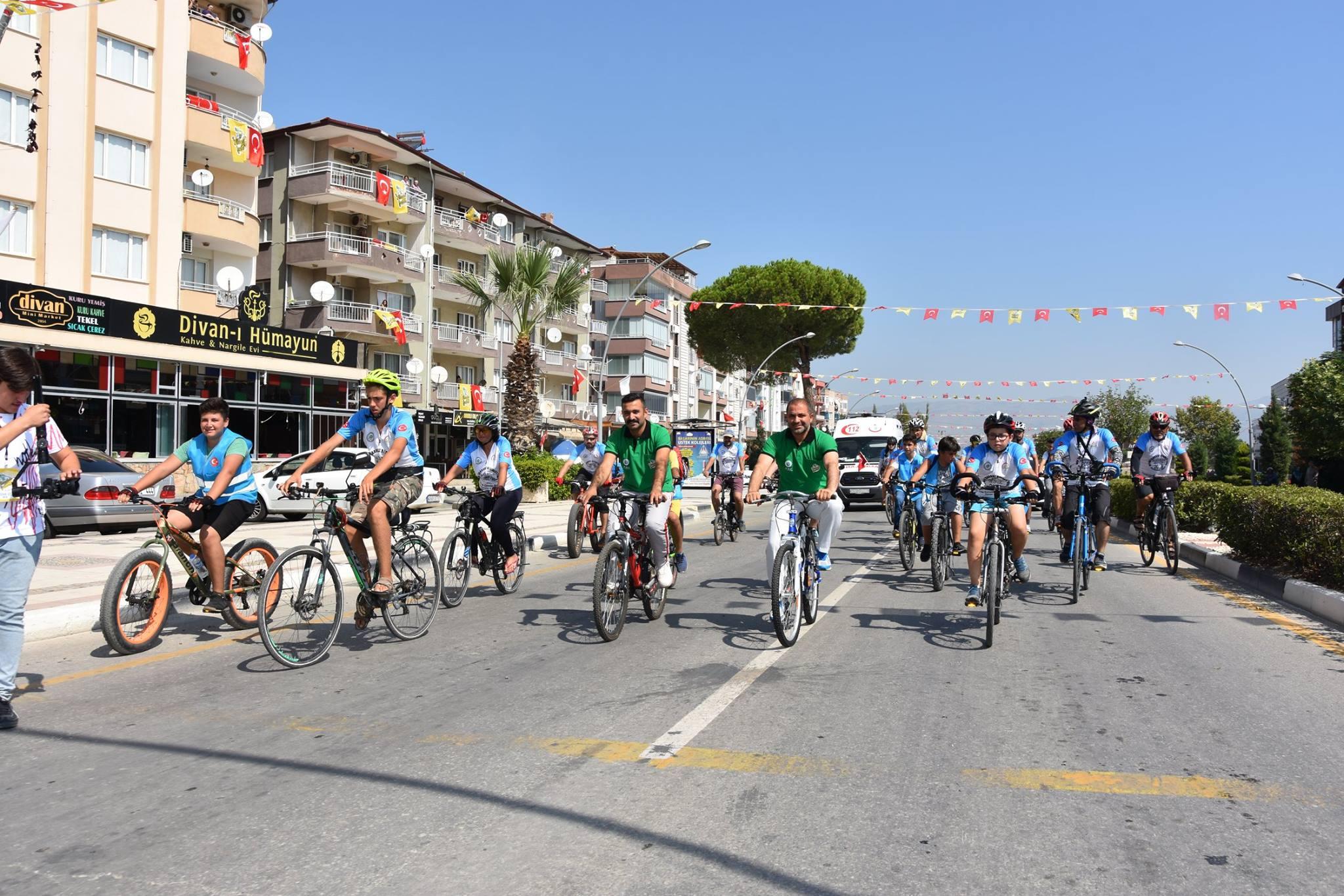 Afyon'dan yola çıkan Büyük Taarruz Bisiklet Turu ekibi ile birlikte ilçemizde Tur Attık