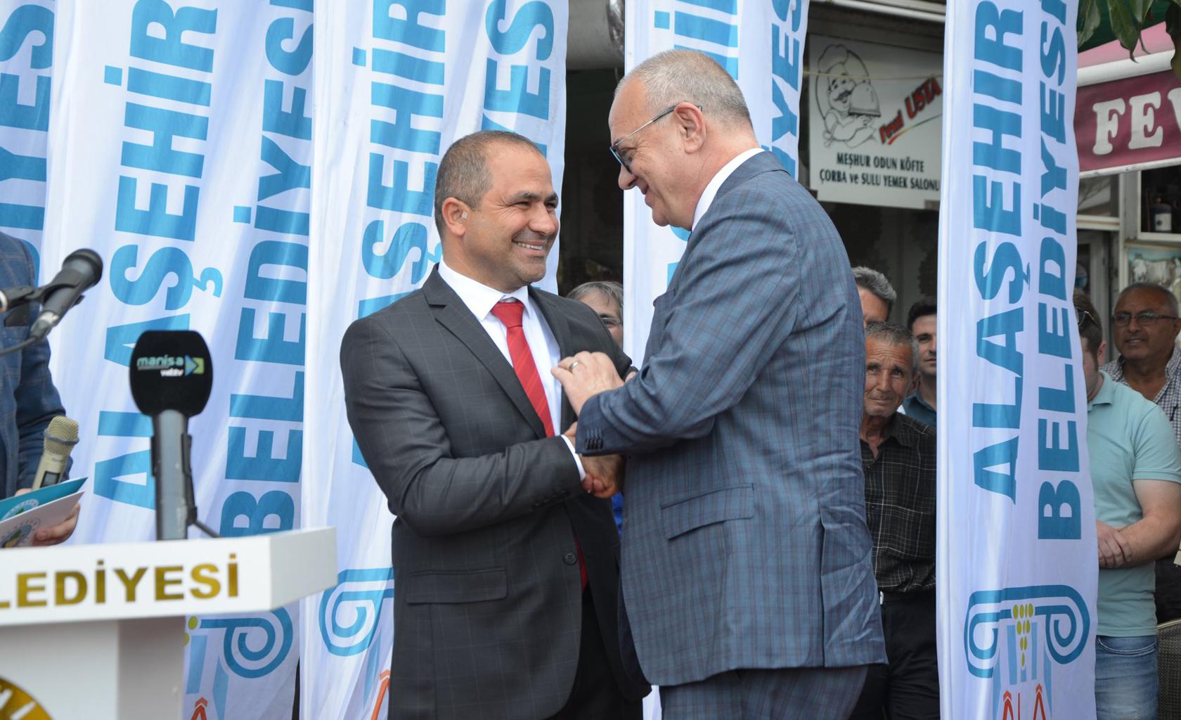 Alaşehir Belediye Başkanı Ali Uçak tören ile görevi devraldı.