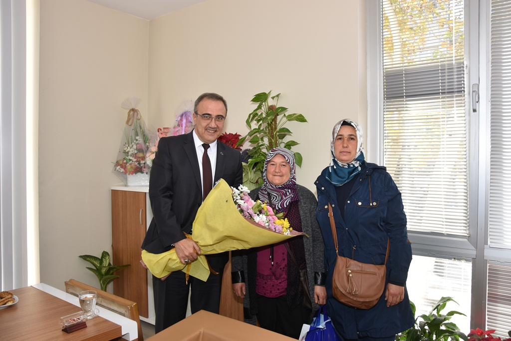 Alaşehir Belediye Başkanı Dr.Gökhan Karaçoban Halk Gününde Vatandaşların Derdini Dinlemeye Devam Ediyor