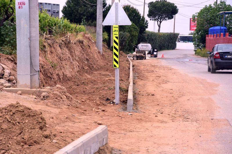 Alaşehir Belediyesi Akkeçili Caddesinde Çalışmalarına Devam Ediyor