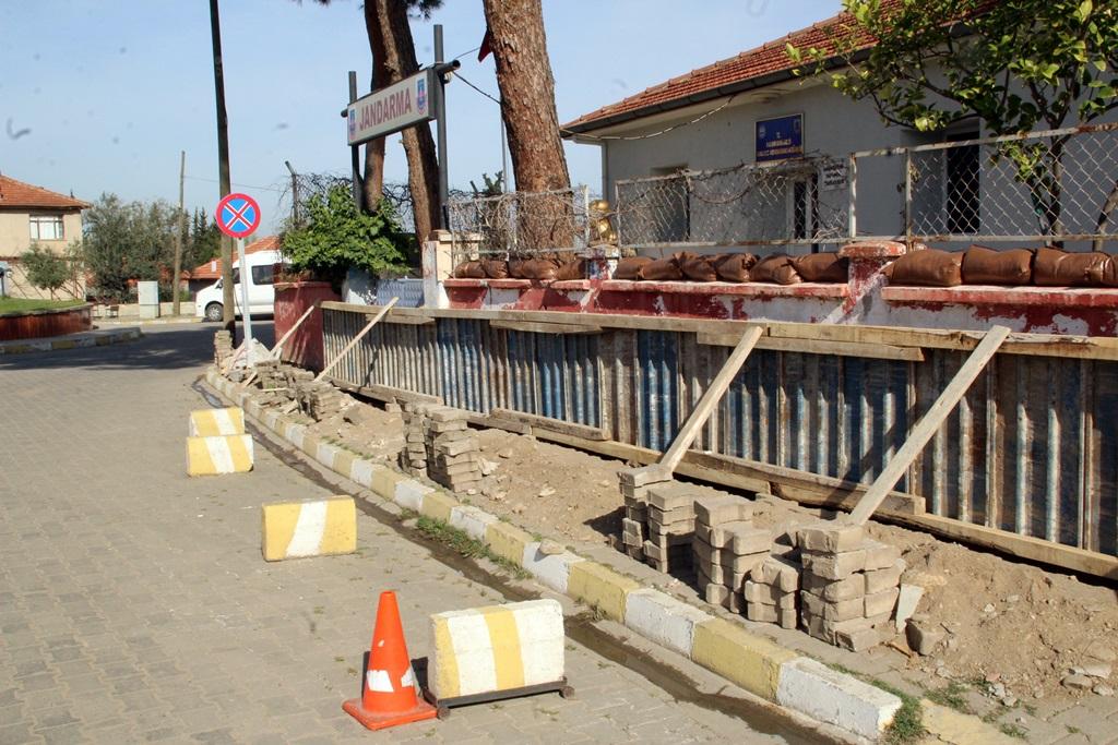 Alaşehir Belediyesi Aynı Anda Üç Mahallede Çalışmalarını Sürdürüyor
