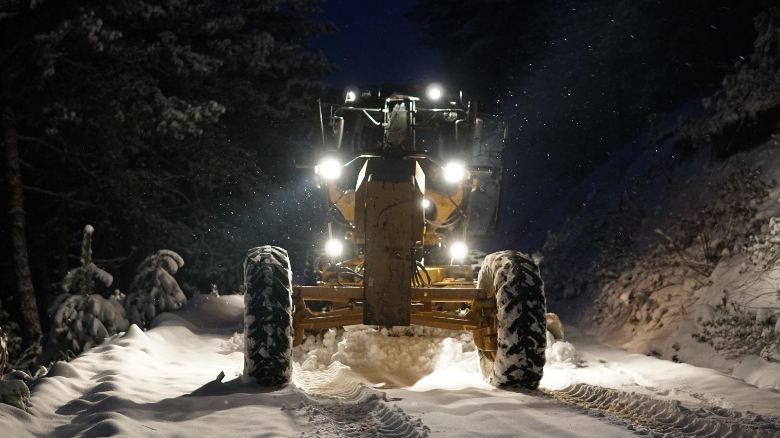 Alaşehir Belediyesi Ekipleri Gece Boyunca Çalışmalarına Devam Etti.