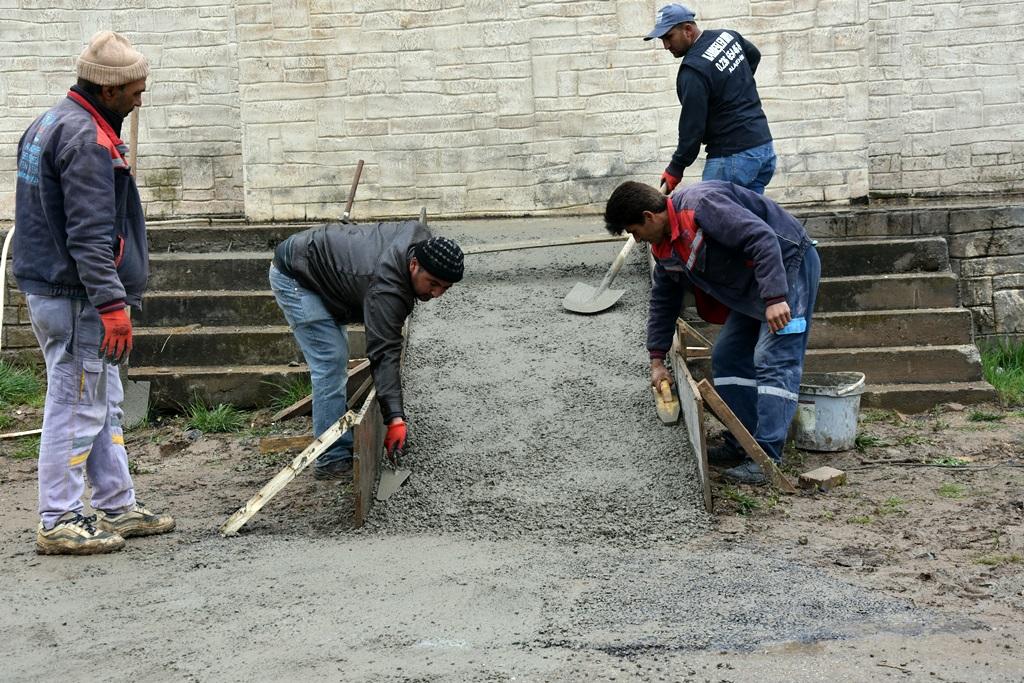 Alaşehir Belediyesi'nden Kenan Evren Parkına Engelli Rampası