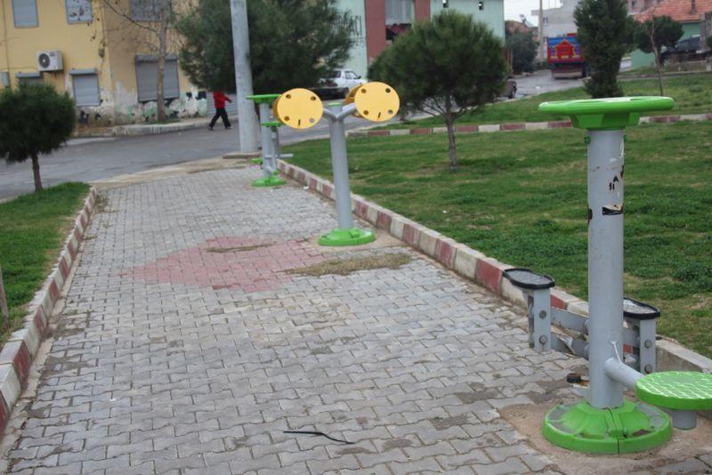 Alaşehir Belediyesi Oyun parklarına bahara hazırlıyor