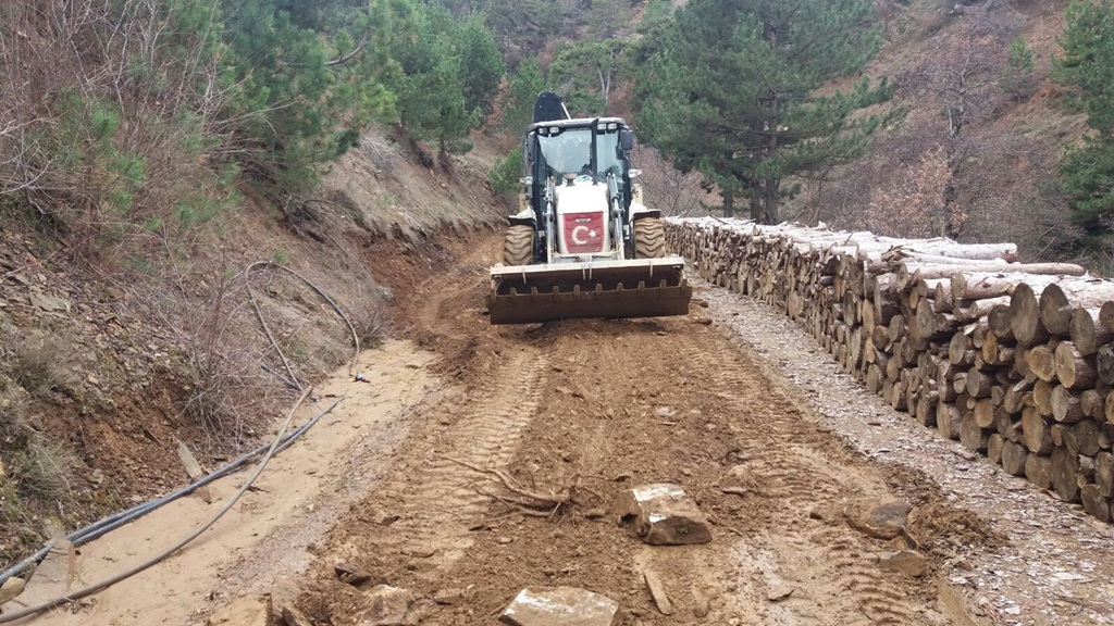 Alaşehir Belediyesi tarafından Kestanederesi Mahallesinde yol iyileştirme çalışması başlatıldı