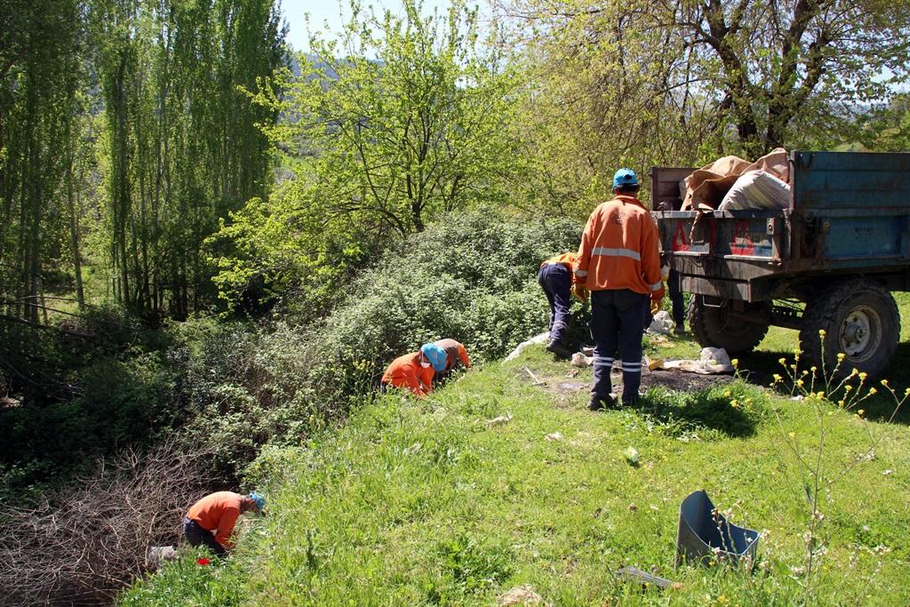 Alaşehir Belediyesi Temizlik İşçileri Özenle Çalışmaya Devam Ediyor