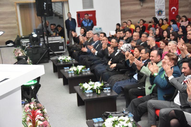 Alaşehir Belediyesi Türk Sanat Müziği Korosu Konser Verdi