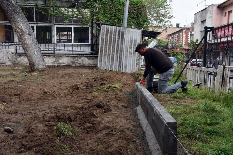 Alaşehir Belediyesi Yıldırım Beyazıt Parkında Çalışmalarına Devam Ediyor