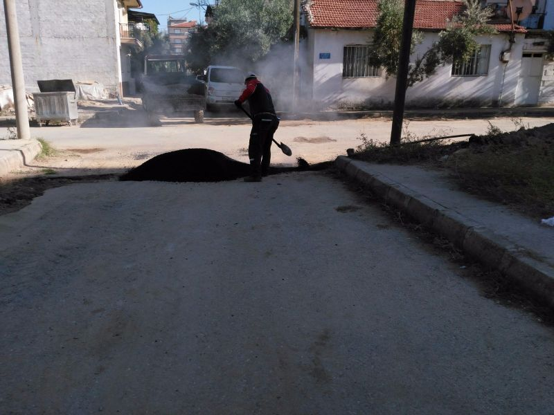 Alaşehir Belediyesi Yol Yama ve Tamir  Çalışmalarına Başladı