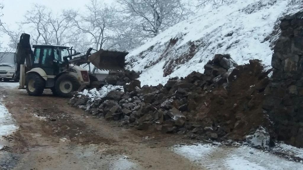 Alaşehir Belediyesi Yolları Açıyor