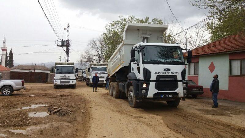 Alaşehir Belediyesinden Çağlayan ve Akkeçili Mahallelerinde Yol Çalışması