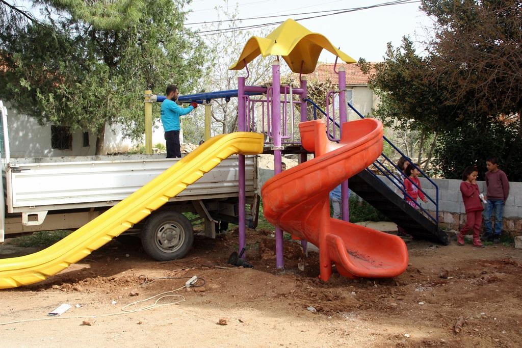 Alaşehir Belediyesinden Gülpınar Mahallesine Çocuk Oyun Grubu