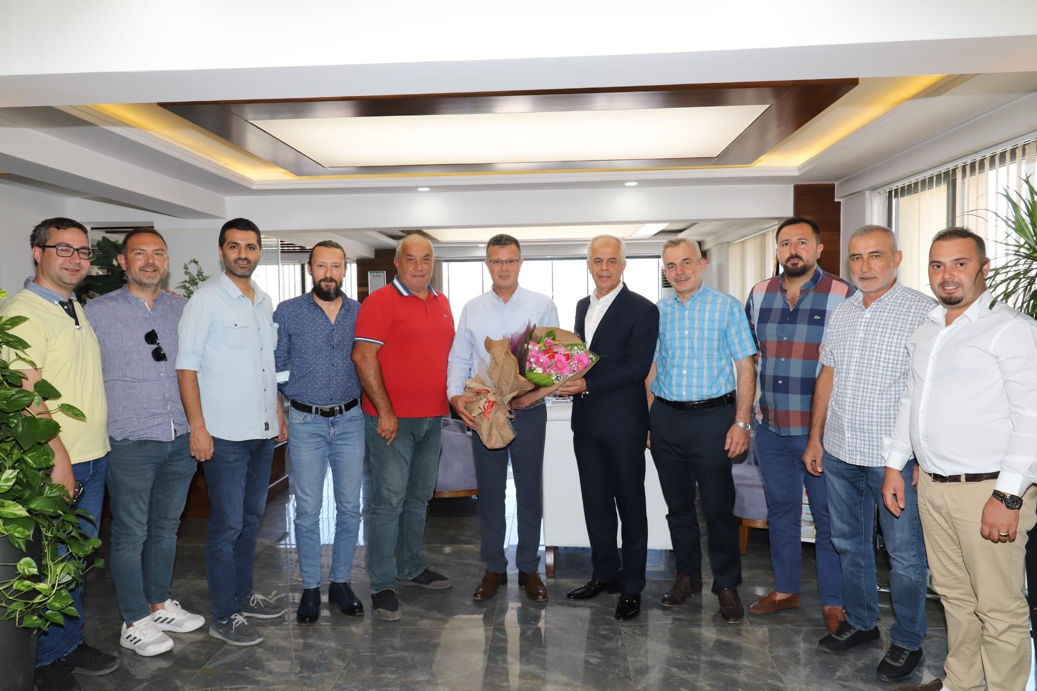 Alaşehir Belediyespor Yeni Başkanımız Tahsin Can ve yönetim kurulu üyeleri bizleri ziyaret etti.