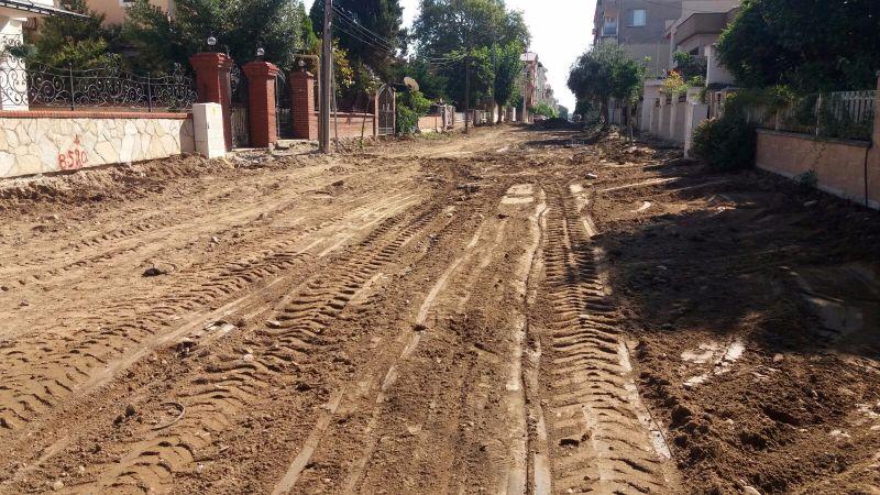 Alaşehir\'de Fen İşleri Arı Gibi Çalışıyor