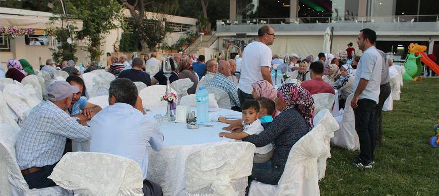 Alaşehir'de Şehit ve Gazi Ailelerine Yemek