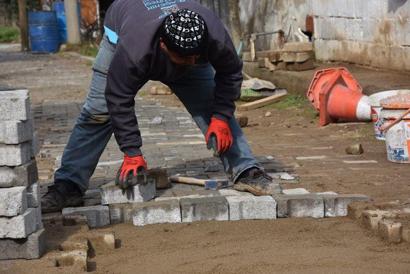 Badınca Mahallesinde Kilit Parke Tamiratları Devam Ediyor