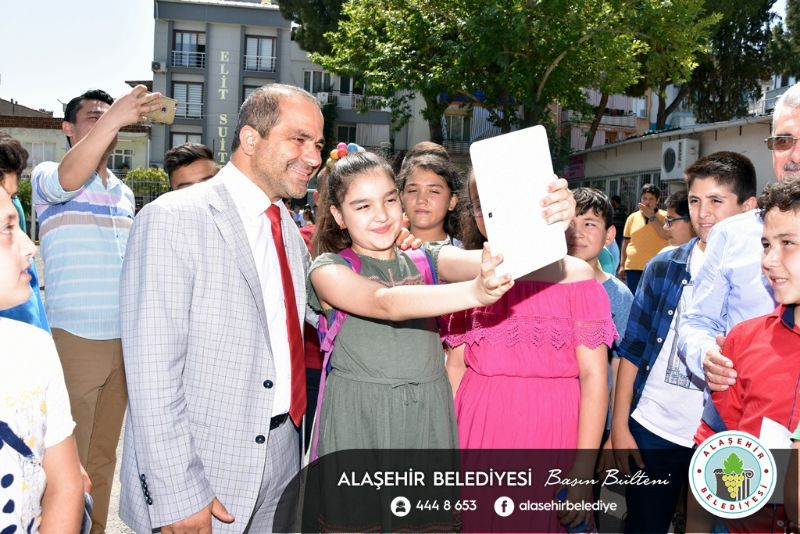 Başkan Ali Uçak Öğrencilerin Karne Sevincine Ortak Oldu