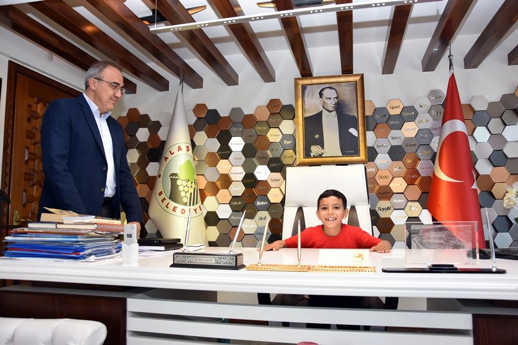 Başkan Karaçoban Temsili Olarak Makamını Devretti