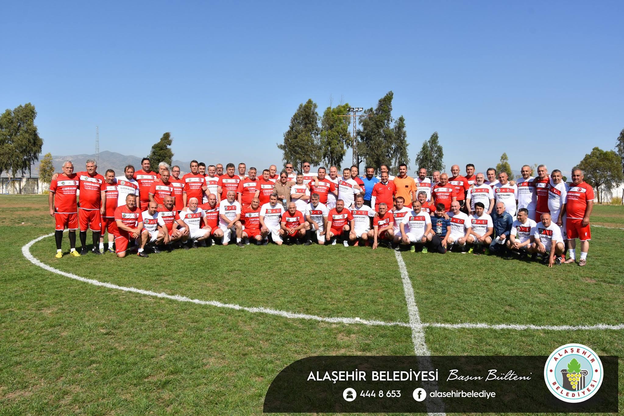 """Belediye Başkanı Ali Uçak """"3. Geleneksel Veteranlar Futbol Müsabakası""""na katıldı"""
