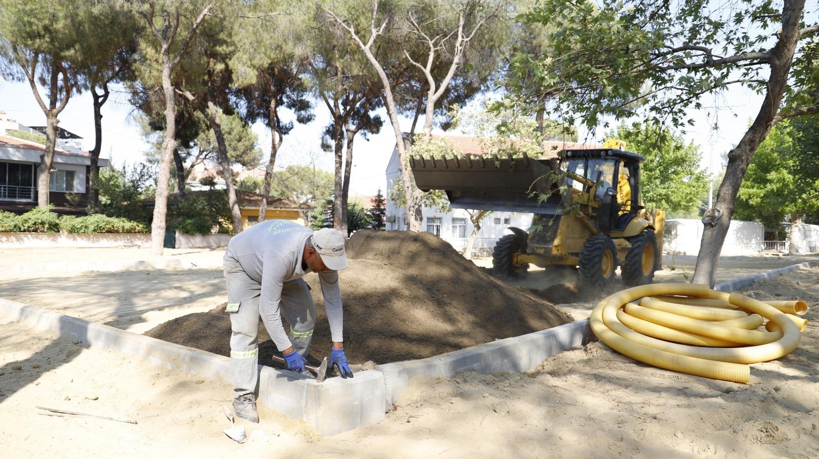 Belediye ekiplerimiz Alaşehir Kongresi Çamlık Parkında çalışmalarını aralıksız sürdürüyor.