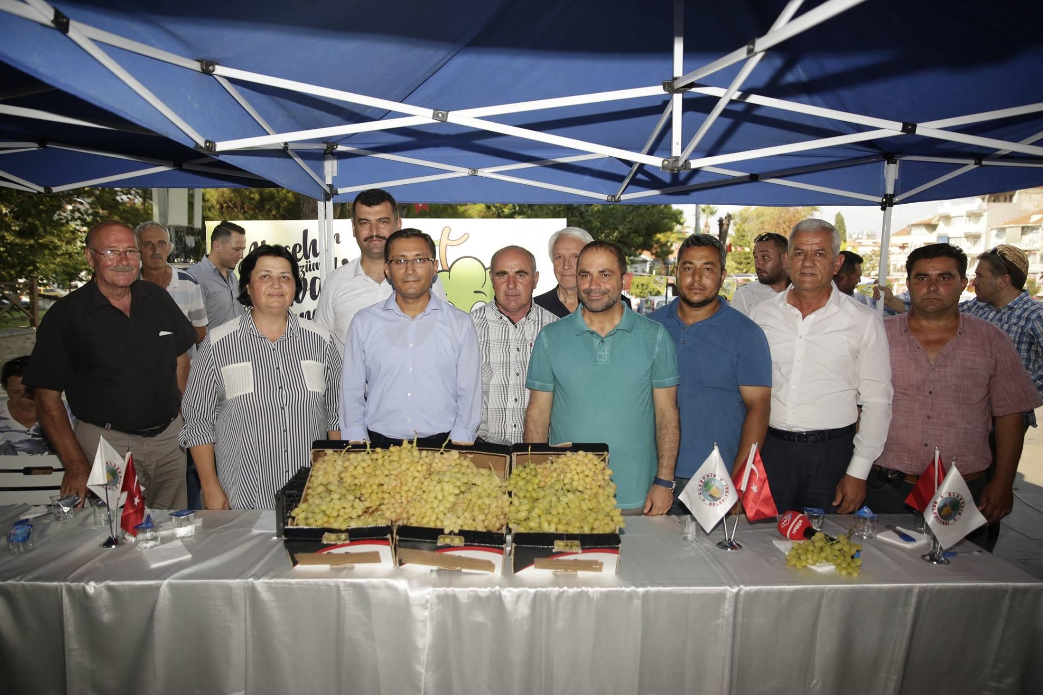 En Güzel Üzüm Yarışmamızı Cumhuriyet ve Demokrasi Meydanımızda gerçekleştirdik