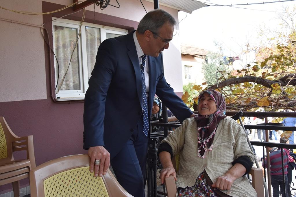 Ey Kahraman Türk Kadını, Sen Yerde Sürüklenmeye Değil, Omuzlar Üzerinde Göklere Yükselmeye Layıksın M. Kemal Atatürk