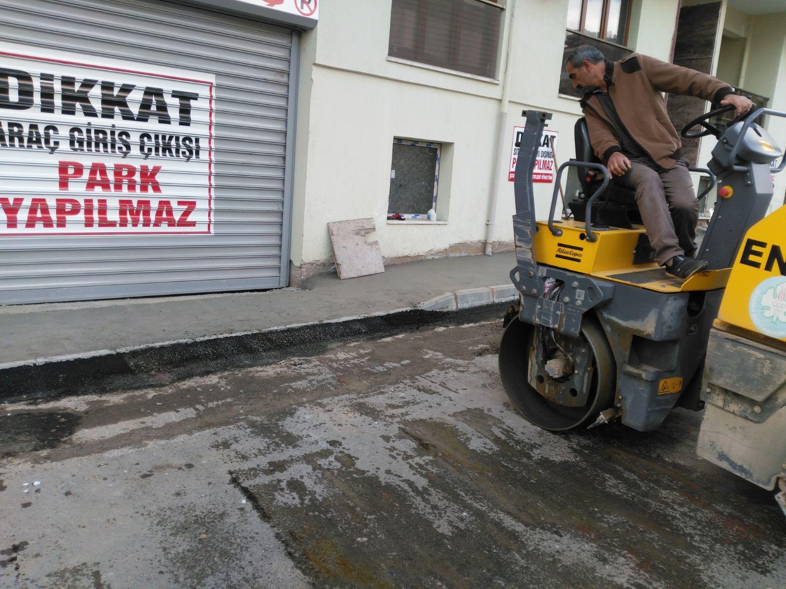 Fen İşleri Kurtuluş Mahallesinde Asfalt Çalışmalarına Devam Ediyor