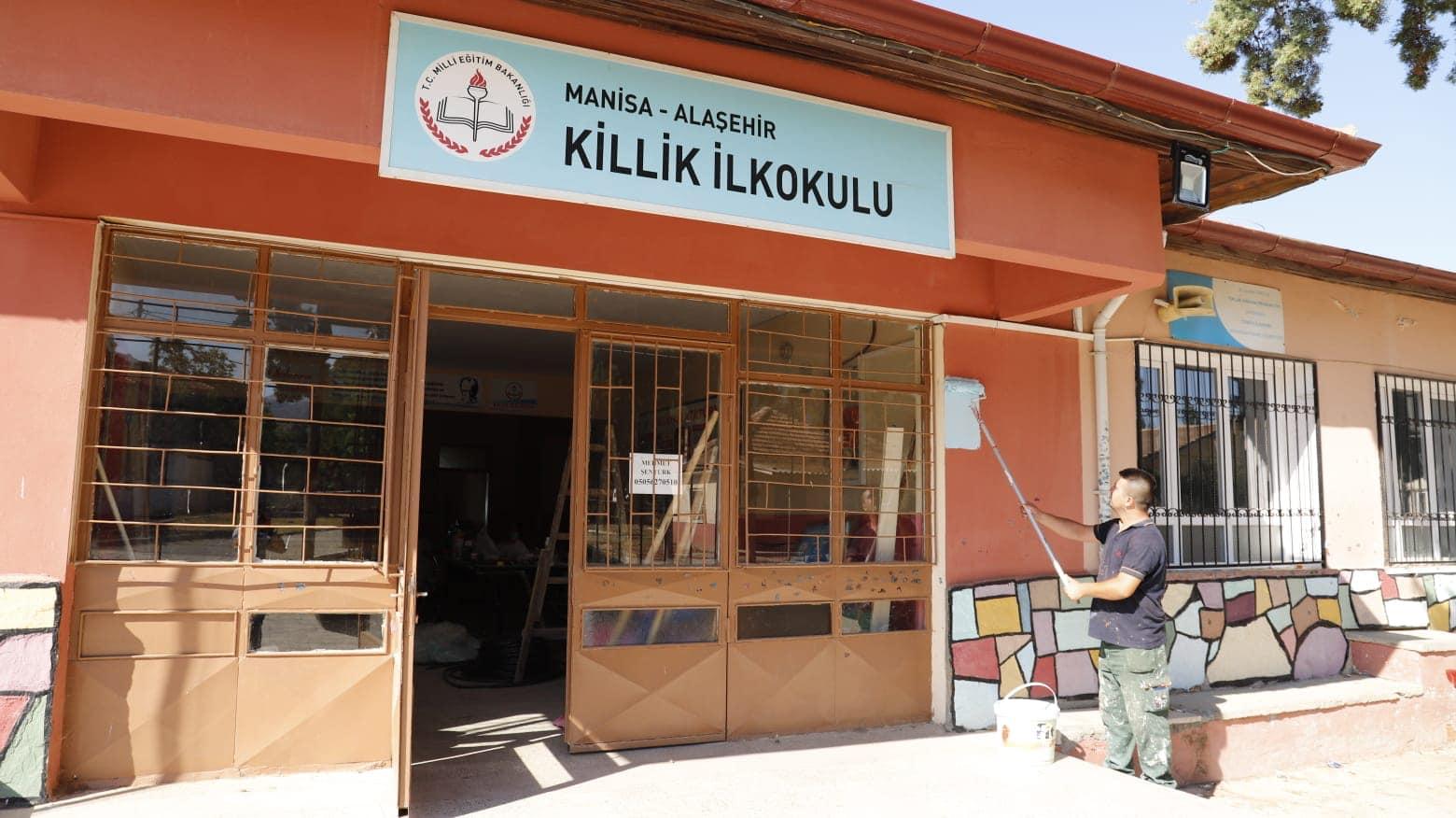 Fen İşleri Müdürlüğüne bağlı ekiplerimiz Killik İlkokulunda boyama çalışmalarına devam ediyor.