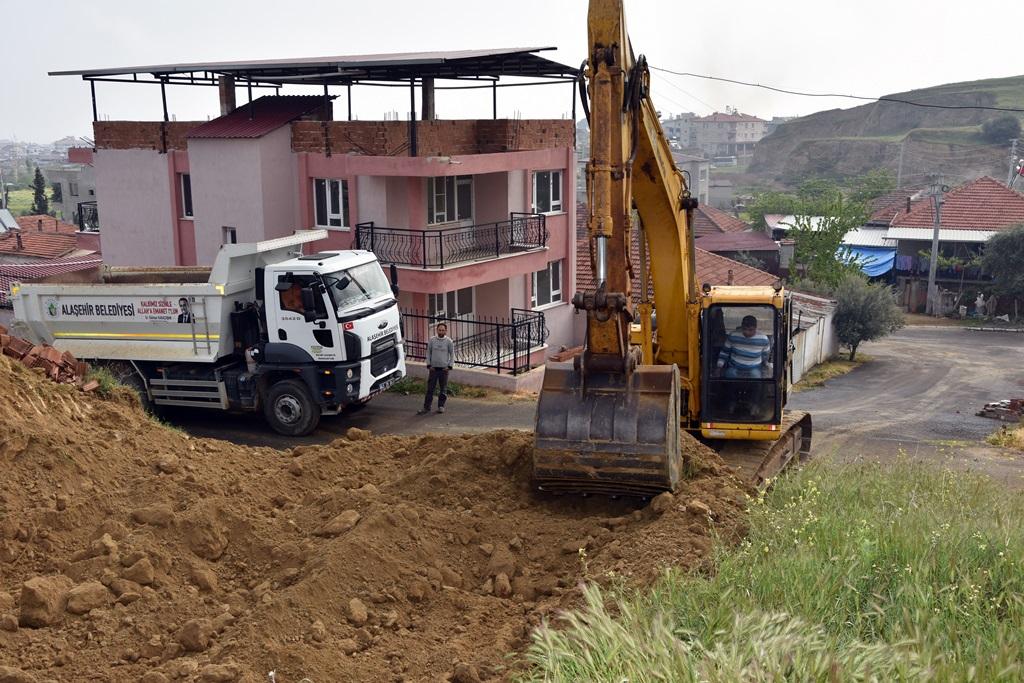 Hacıbey Mahallesi\'nde Yol Açma Çalışmaları Devam Ediyor