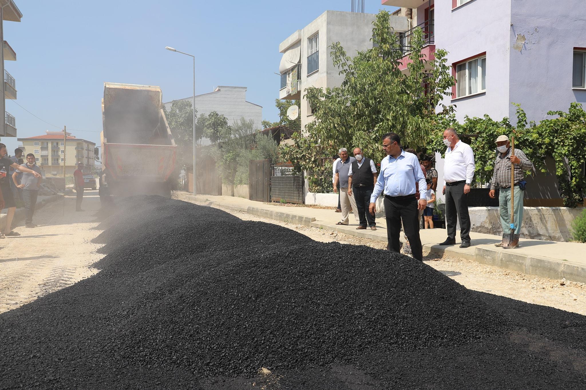 İstasyon Mahallemizdeki yıllardır sorun olan yolda sıcak asfalt çalışmalarına başladık.