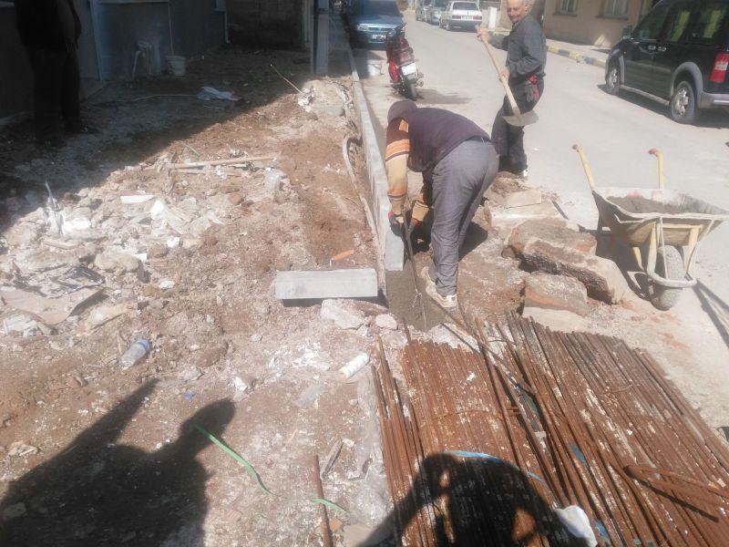 Kurtuluş Mahallesinde Kaldırım Çalışmaları Başladı
