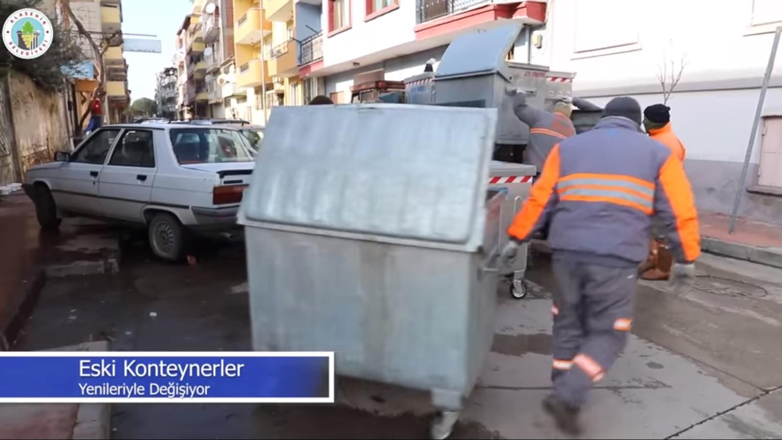 Temizlik işleri personellerimiz ilk etapta şehir merkezindeki konteynerleri yenileriyle değiştiriyor