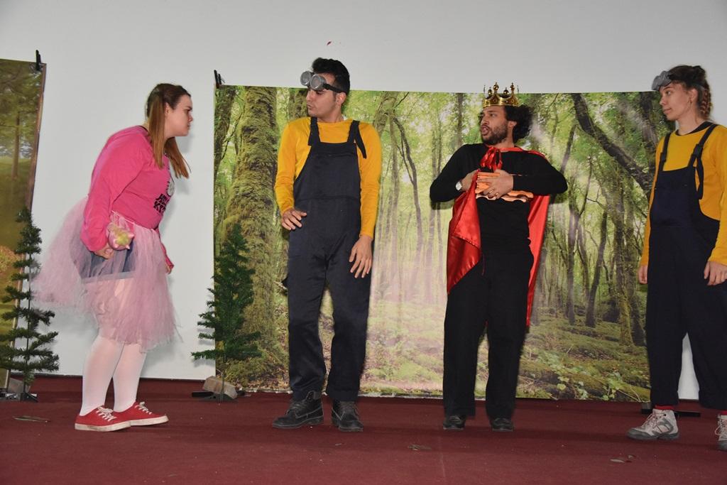 Tiyatro Çılgınlığı Alaşehir Belediyesi Kültür Merkezinde Devam Ediyor