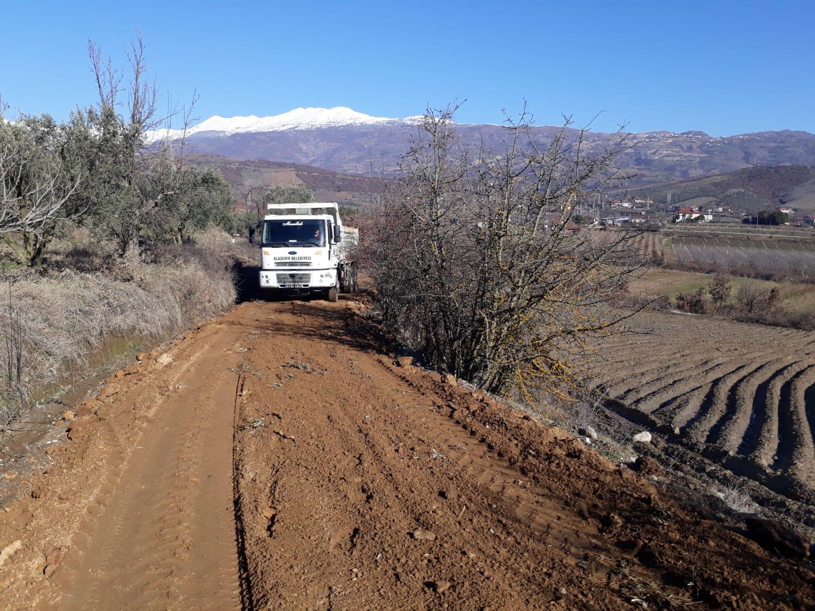 Uluderbent Mahallesi Alaçatı Mevkiinde Yol Düzenleme Çalışmaları