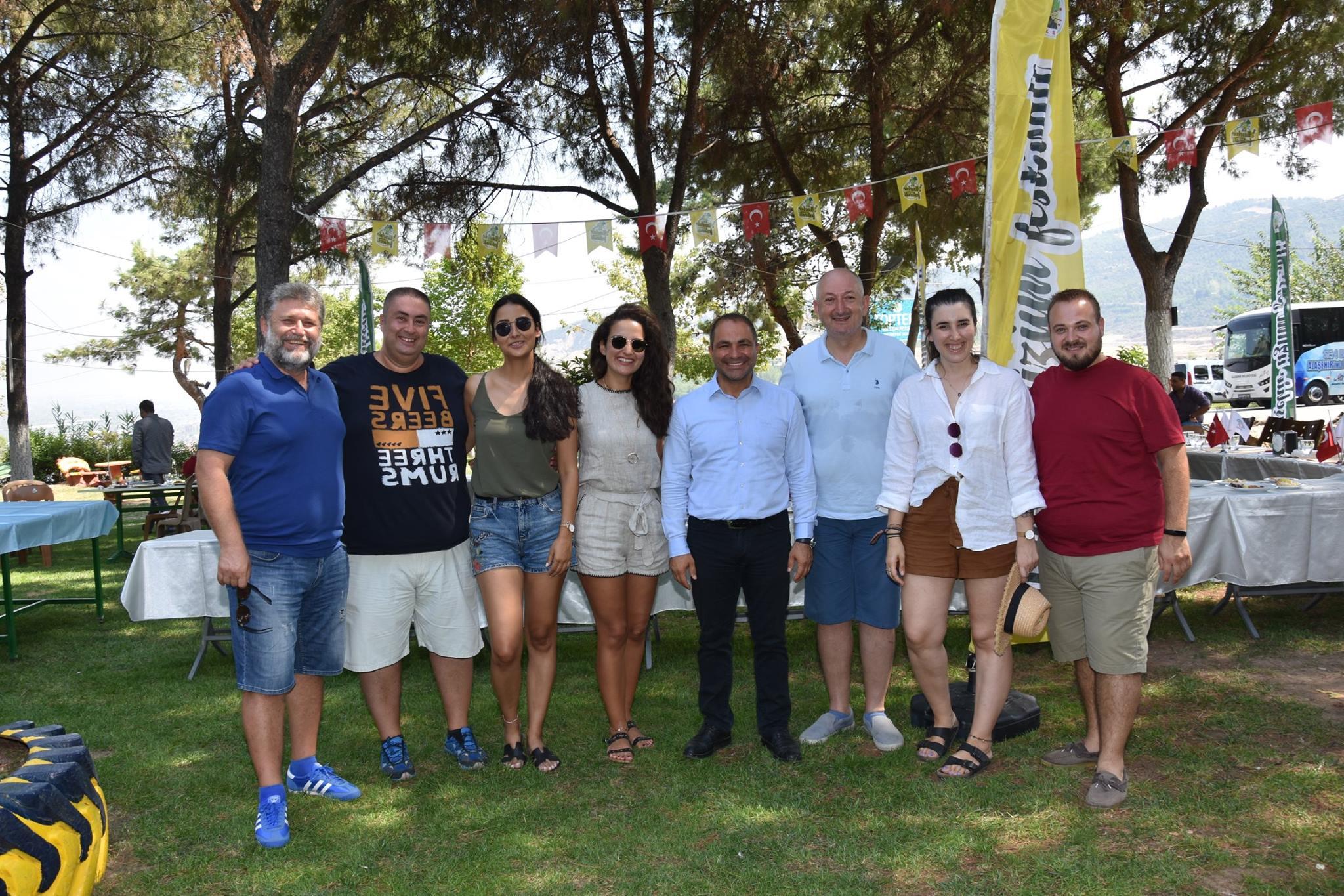 Üzümle Farklı Lezzetler Yarışmamızı birbirinden ünlü gurmelerimiz, yarışmacılarımızın ve vatandaşlarımızın katılımları ile Toptepe'de gerçekleştirdik.