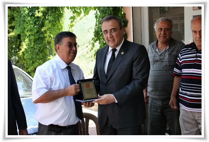 Başkan Karaçoban'a Teşekkür Plaketi